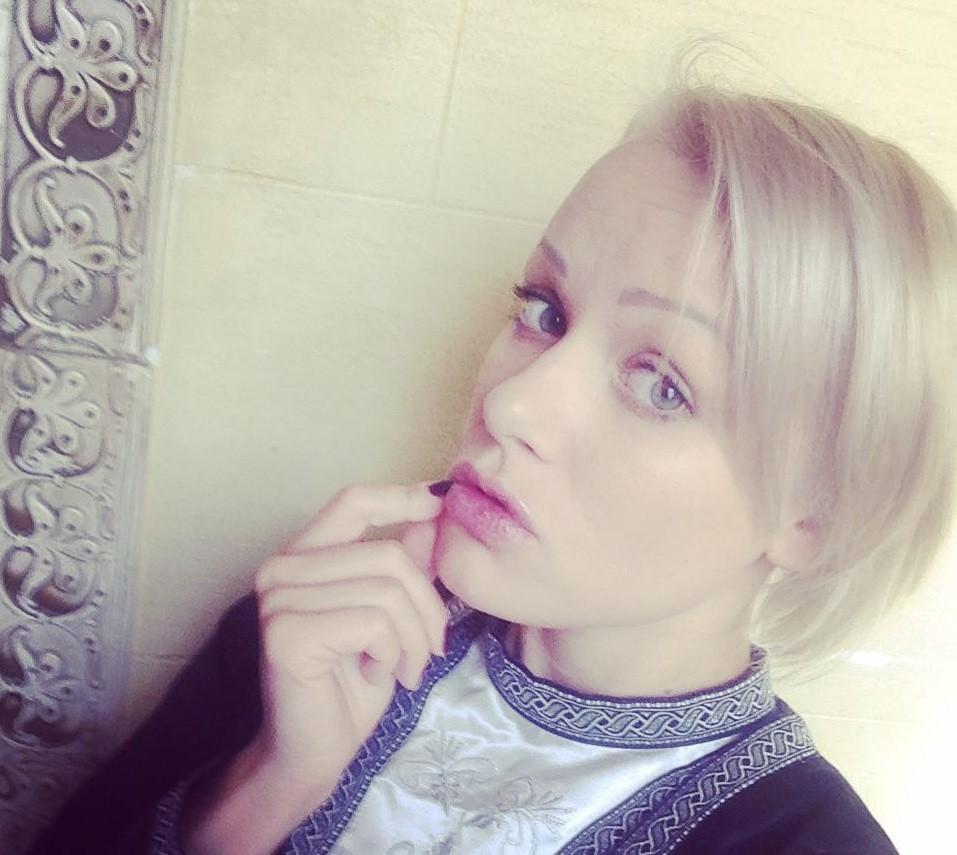 Шикарные блондинки в Люберцах хорошо отсасывают